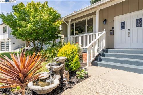 Photo of 1315 Dunnock Way, SUNNYVALE, CA 94087 (MLS # 40957510)