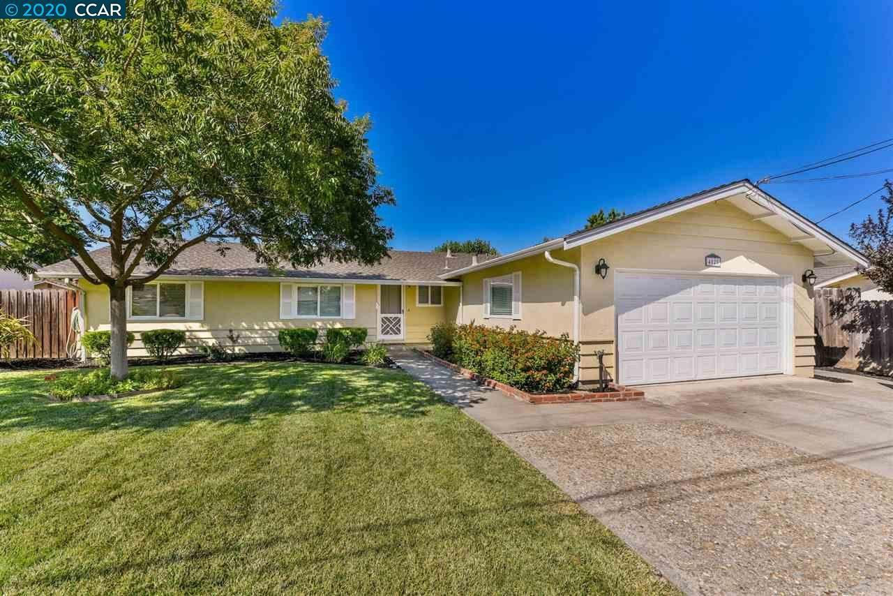 Photo of 4025 Susanwood Dr, CONCORD, CA 94521 (MLS # 40911510)