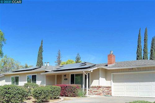 Photo of 3381 El Monte Dr, CONCORD, CA 94519 (MLS # 40945512)