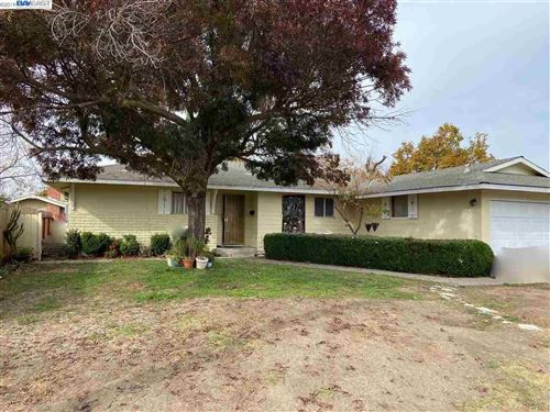 Photo of 1215 Shakespeare Dr, CONCORD, CA 94521 (MLS # 40889515)