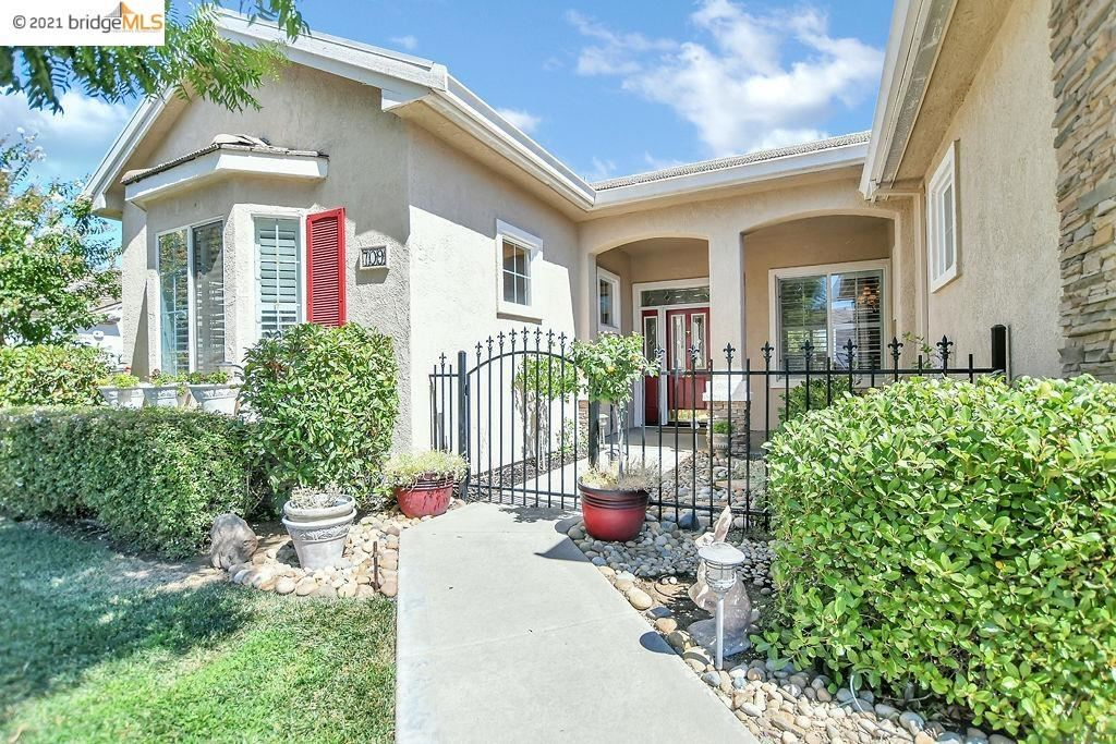 Photo of 709 Richardson Dr, BRENTWOOD, CA 94513 (MLS # 40962515)