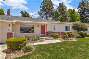 Photo of 20270 Woodbine Ave, CASTRO VALLEY, CA 94546 (MLS # 40873517)
