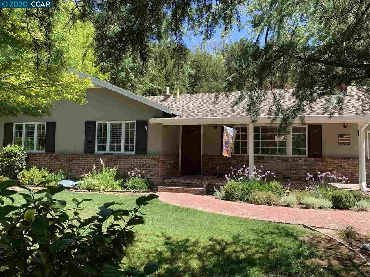 Photo of 237 Overhill Rd, ORINDA, CA 94563 (MLS # 40911527)