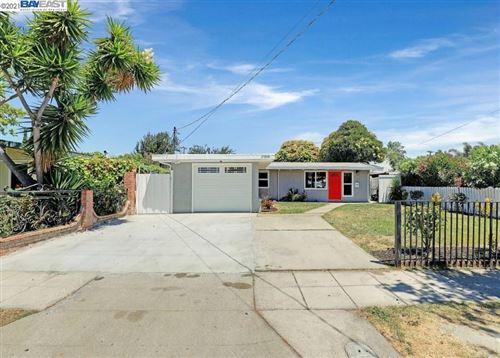 Photo of 27898 Mandarin Ave, HAYWARD, CA 94544 (MLS # 40961537)