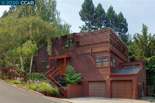 Photo of 22 Knickerbocker Ln, ORINDA, CA 94563 (MLS # 40917540)