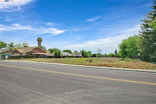 Photo of 90 W Mt OSO Way, TRACY, CA 95376 (MLS # 40902546)