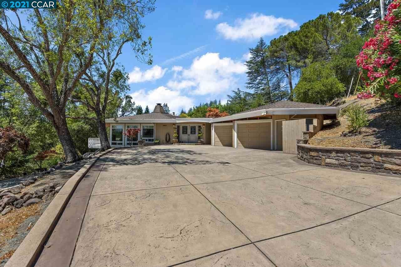 Photo of 3920 Happy Valley Rd, LAFAYETTE, CA 94549-2426 (MLS # 40959548)