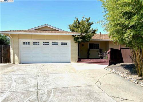 Photo of 293 Casper Pl, SAN RAMON, CA 94583 (MLS # 40915563)