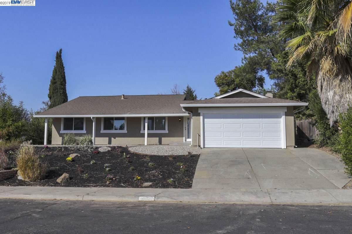 Photo for 2606 Pickfair Ln, LIVERMORE, CA 94551 (MLS # 40888566)