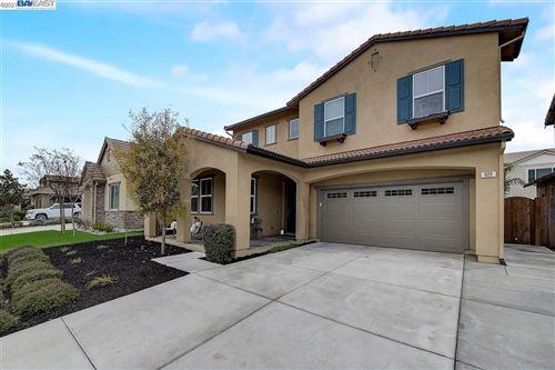 Photo of 609 Brinwood Way, OAKLEY, CA 94561 (MLS # 40933571)