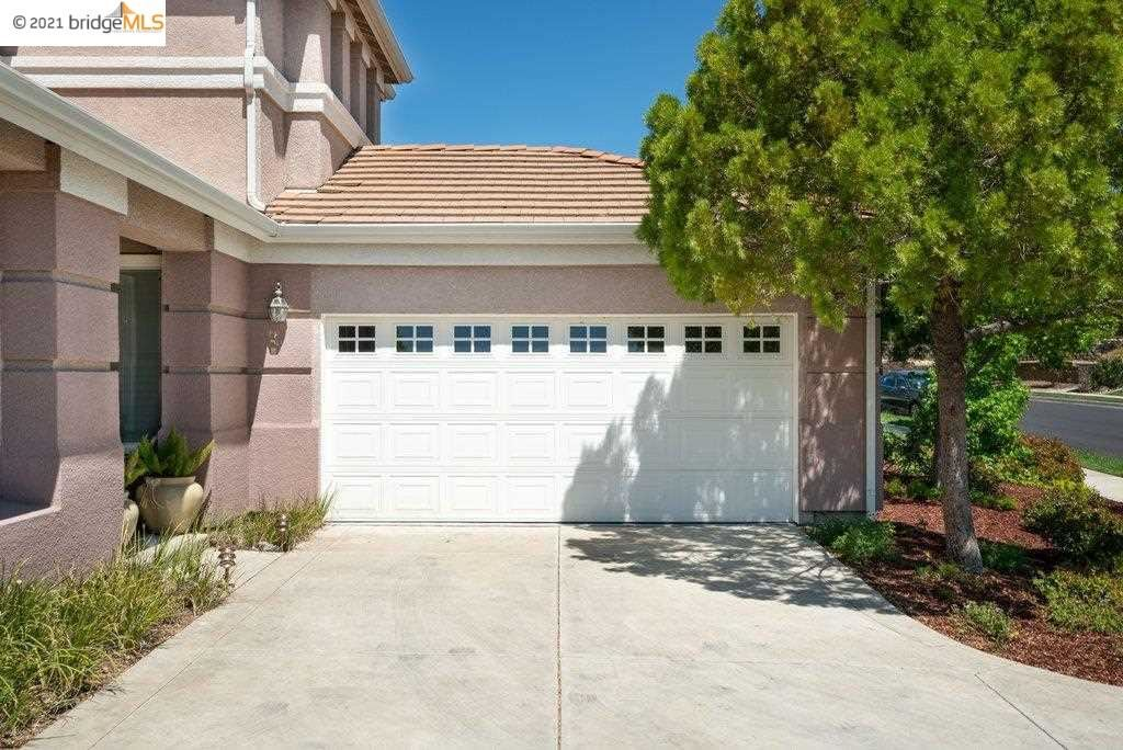 Photo of 357 Pebble Beach Dr, BRENTWOOD, CA 94513 (MLS # 40948571)