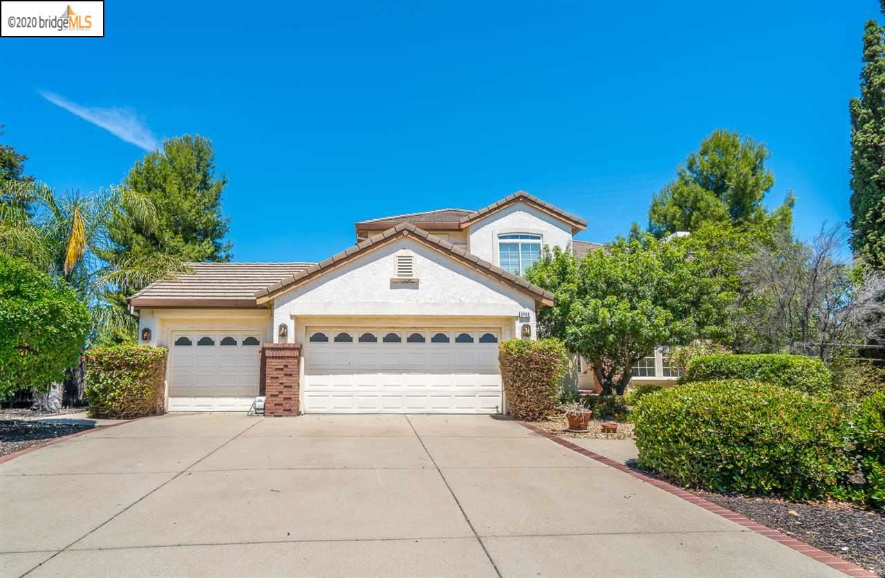 Photo of 2752 Placer Dr, OAKLEY, CA 94561 (MLS # 40906580)