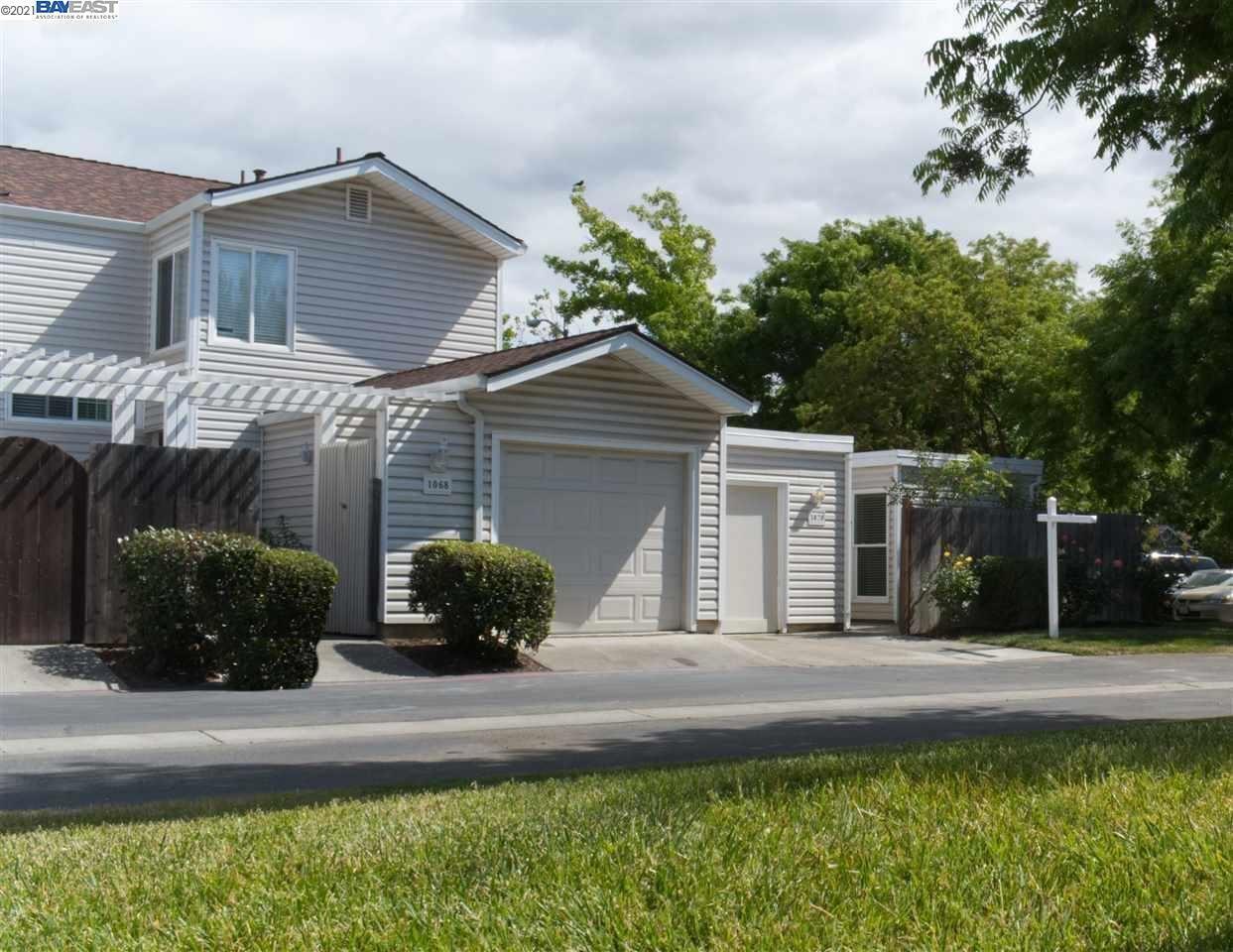 Photo of 1070 Glenn Common, LIVERMORE, CA 94511 (MLS # 40960583)
