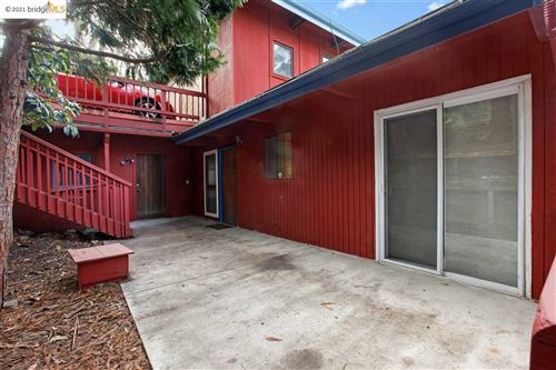 Photo of 6491 Heather Ridge Way, OAKLAND, CA 94611 (MLS # 40934587)