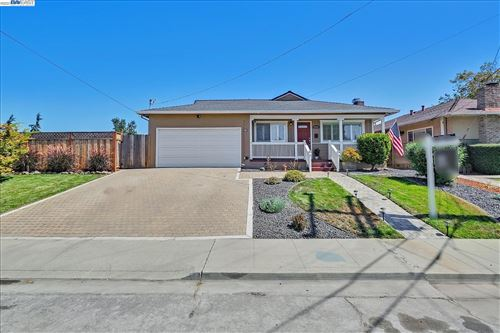Photo of 3080 Greenview Drive, CASTRO VALLEY, CA 94546-6538 (MLS # 40965597)
