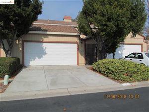 Photo of 2 Knoll Ct, HERCULES, CA 94547 (MLS # 40845605)