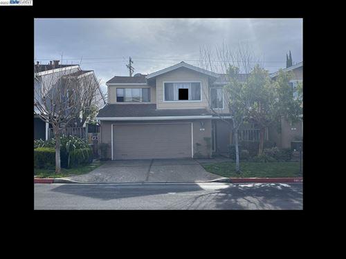 Photo of 567 Blue Jay Dr, HAYWARD, CA 94544 (MLS # 40933605)