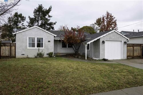 Photo of 2316 Lessley Ave, CASTRO VALLEY, CA 94546 (MLS # 40890612)