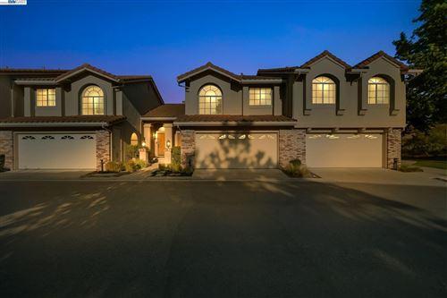 Photo of 605 S Blackbrush Ln, SAN RAMON, CA 94582 (MLS # 40965620)