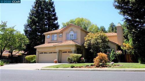 Photo of 111 El Portal Pl, CLAYTON, CA 94517-1740 (MLS # 40915621)
