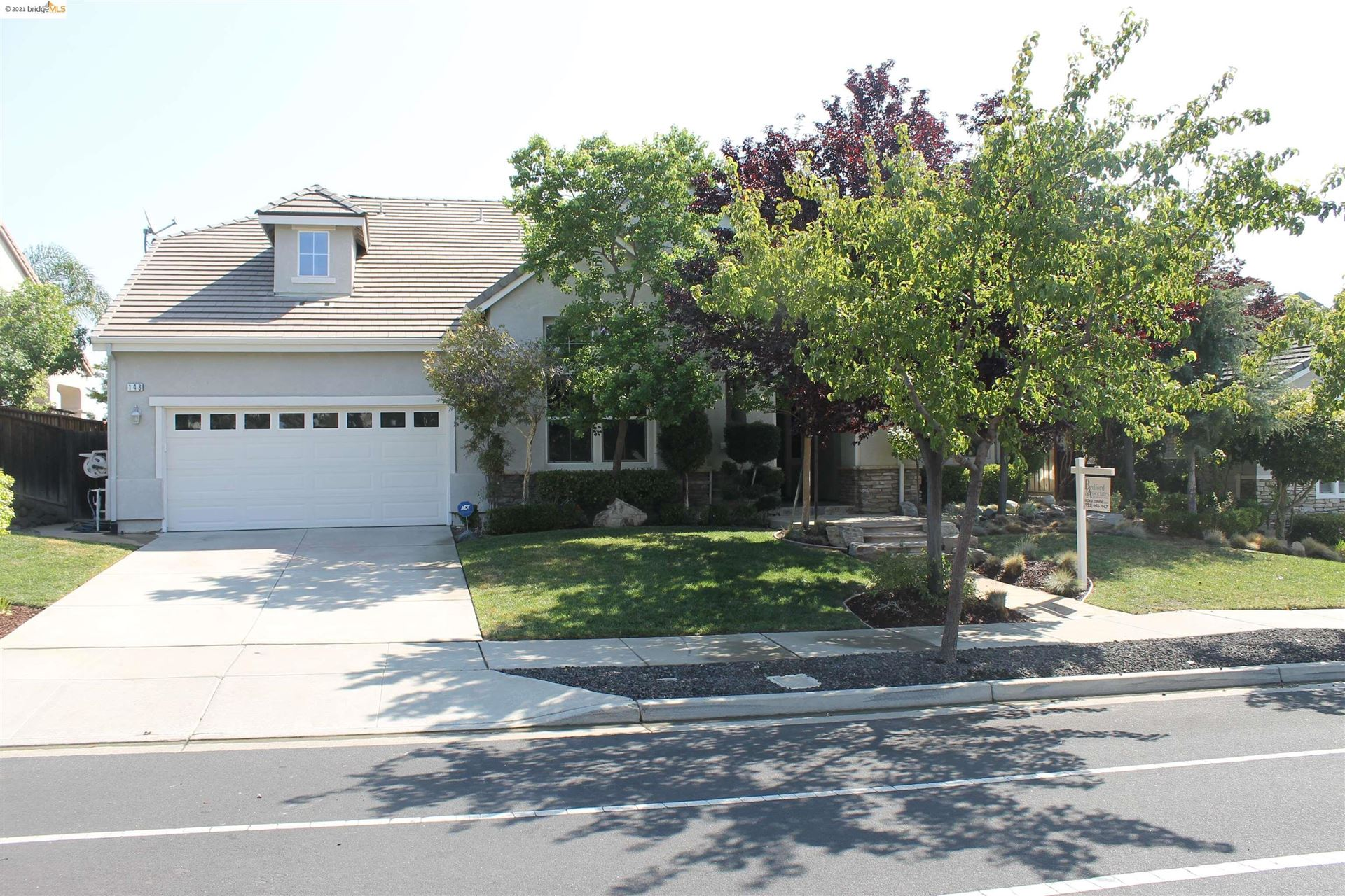 Photo of 148 E Country Club Dr, BRENTWOOD, CA 94513 (MLS # 40964621)
