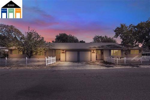 Photo of 400 N Washington Street, DIXON, CA 95620 (MLS # 40928624)