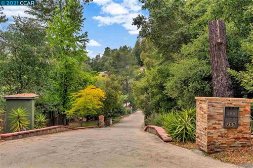 Photo of 200 Hall Dr, ORINDA, CA 94563 (MLS # 40944626)