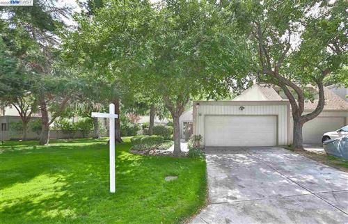 Photo of 7308 Stonedale Dr, PLEASANTON, CA 94588 (MLS # 40921627)