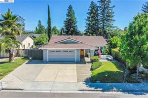 Photo of 5569 Greenwich Ave, LIVERMORE, CA 94551 (MLS # 40874629)