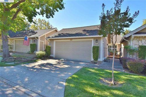Photo of 543 Silver Lake Dr, DANVILLE, CA 94526 (MLS # 40925629)