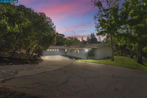 Photo of 30 Owl Hill Road, ORINDA, CA 94563 (MLS # 40967632)