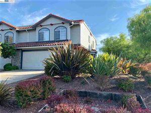Photo of 20800 Edgewood Cir, CASTRO VALLEY, CA 94552 (MLS # 40885635)