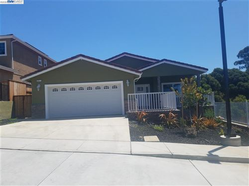 Photo of 4611 Edwards LN, CASTRO VALLEY, CA 94546 (MLS # 40895637)