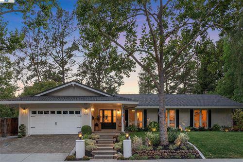 Photo of 637 Thornhill Rd, DANVILLE, CA 94526 (MLS # 40967640)