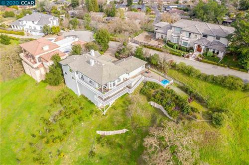 Photo of 157 TWIN PEAKS DRIVE, WALNUT CREEK, CA 94595 (MLS # 40892650)