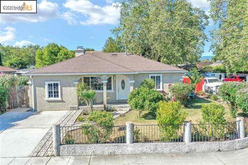 Photo of 1004 Newbridge St, EAST PALO ALTO, CA 94303 (MLS # 40910652)