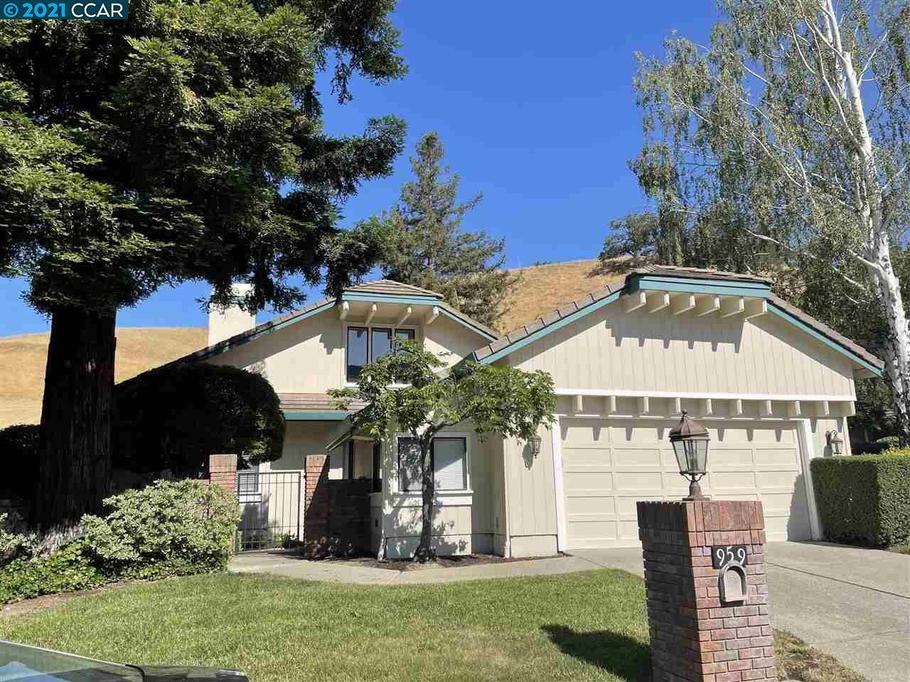 Photo of 959 Redwood Drive, DANVILLE, CA 94506 (MLS # 40960652)