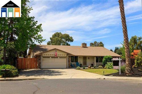 Photo of 2643 Briarwood Drive, LIVERMORE, CA 94551-1715 (MLS # 40916654)