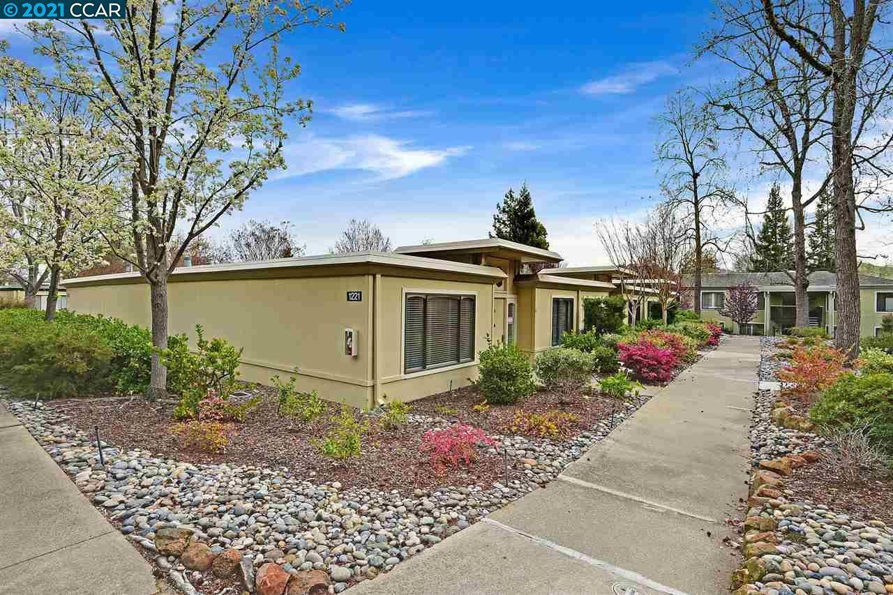 Photo of 1221 Oakmont Dr #6, WALNUT CREEK, CA 94595 (MLS # 40940656)