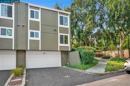 Photo of 228 Jewel Terrace, DANVILLE, CA 94526 (MLS # 40962657)