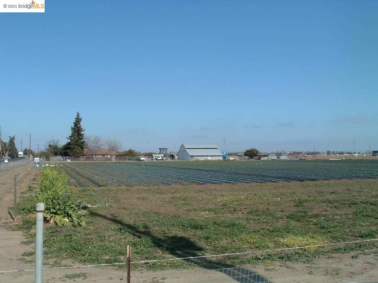 Photo of 2600 Walnut Blvd, BRENTWOOD, CA 94513 (MLS # 40946664)