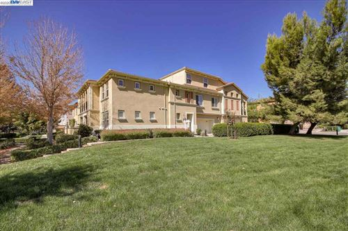 Photo of 681 Selby Ln #4, LIVERMORE, CA 94551 (MLS # 40920665)
