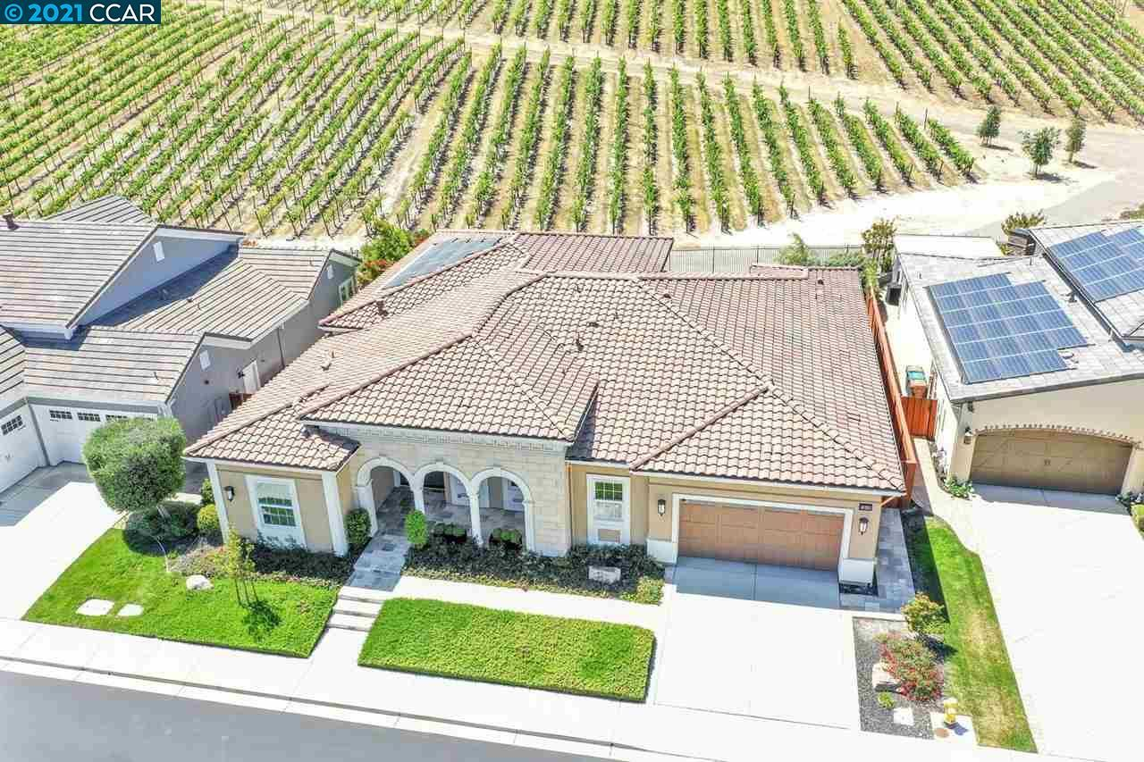 Photo of 1803 Moscato Pl, BRENTWOOD, CA 94513 (MLS # 40947665)