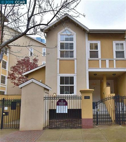 Photo of 592 9Th St, OAKLAND, CA 94607 (MLS # 40890666)