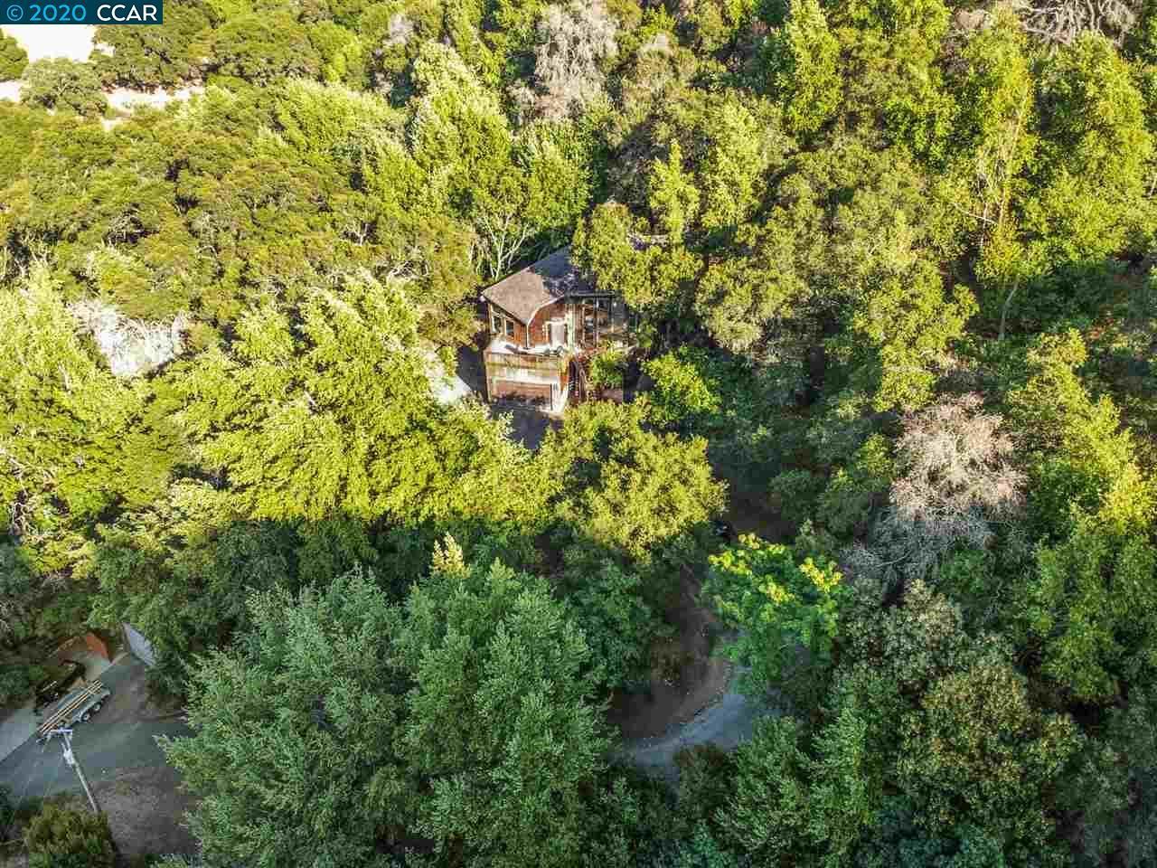Photo of 1551 Hunsaker Canyon Rd, LAFAYETTE, CA 94549 (MLS # 40912667)