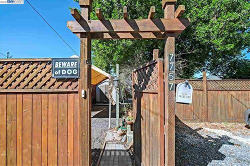 Photo of 7757 Crest Ave, OAKLAND, CA 94605-3032 (MLS # 40954671)