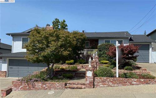 Photo of 5172 Bates Way, CASTRO VALLEY, CA 94546 (MLS # 40919672)