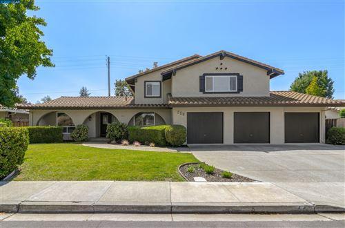 Photo of 441 Sutcliffe Pl, WALNUT CREEK, CA 94598 (MLS # 40965672)