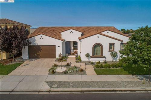 Photo of 364 Bridgewater Dr, BRENTWOOD, CA 94513 (MLS # 40921673)