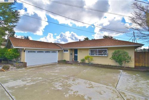 Photo of 18383 Sherwood Ct, CASTRO VALLEY, CA 94546 (MLS # 40935676)